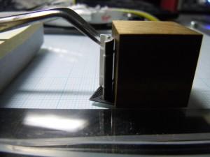 リアウィングと翼端板も直角に固定します