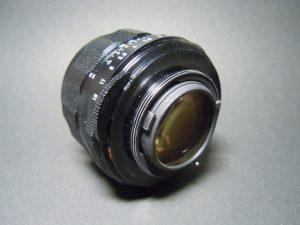 レンズ後部群にトリウムレンズが使われてます