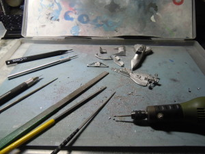 色んな工具を使って整形