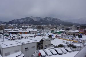 四王寺山も市内も真っ白